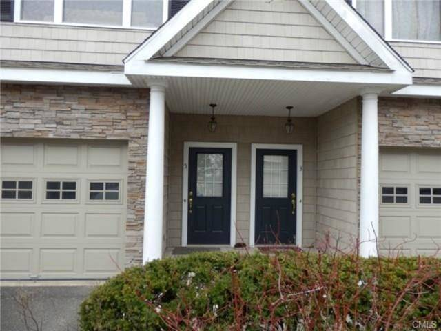 Condo Home Rented in Danbury CT 06810.  townhouse near waterfront with swimming pool and 1 car garage.