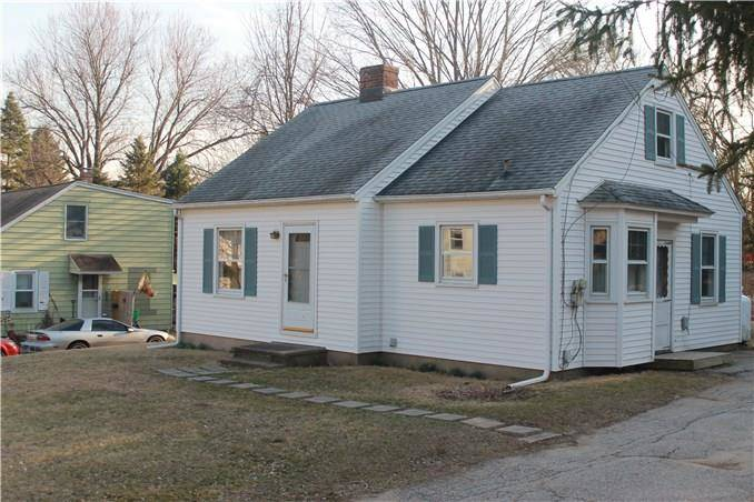 Single Family Home Sold in Newtown CT 06482. Ranch cape cod house near waterfront.
