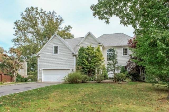 Short Sale: Single Family Home Sold in Norwalk CT 06851. Colonial house near waterfront with 2 car garage.