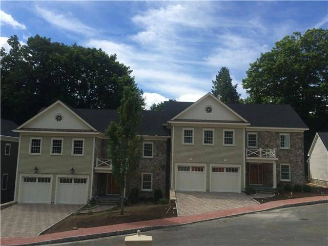 Condo Home Sold in Ridgefield CT 06877. Colonial house near waterfront with 2 car garage.