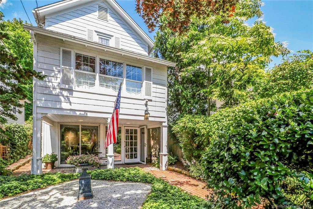 Single Family Home Sold in Fairfield CT 06890. Old colonial house near beach side waterfront.