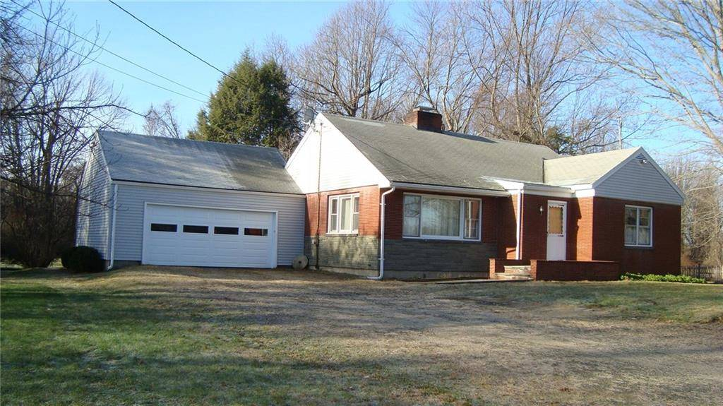 Single Family Home Rented in Easton CT 06612. Ranch house near waterfront with 2 car garage.
