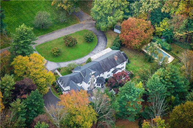 Luxury Mansion Sold in Darien CT 06820. Big colonial house near waterfront with swimming pool and 3 car garage.