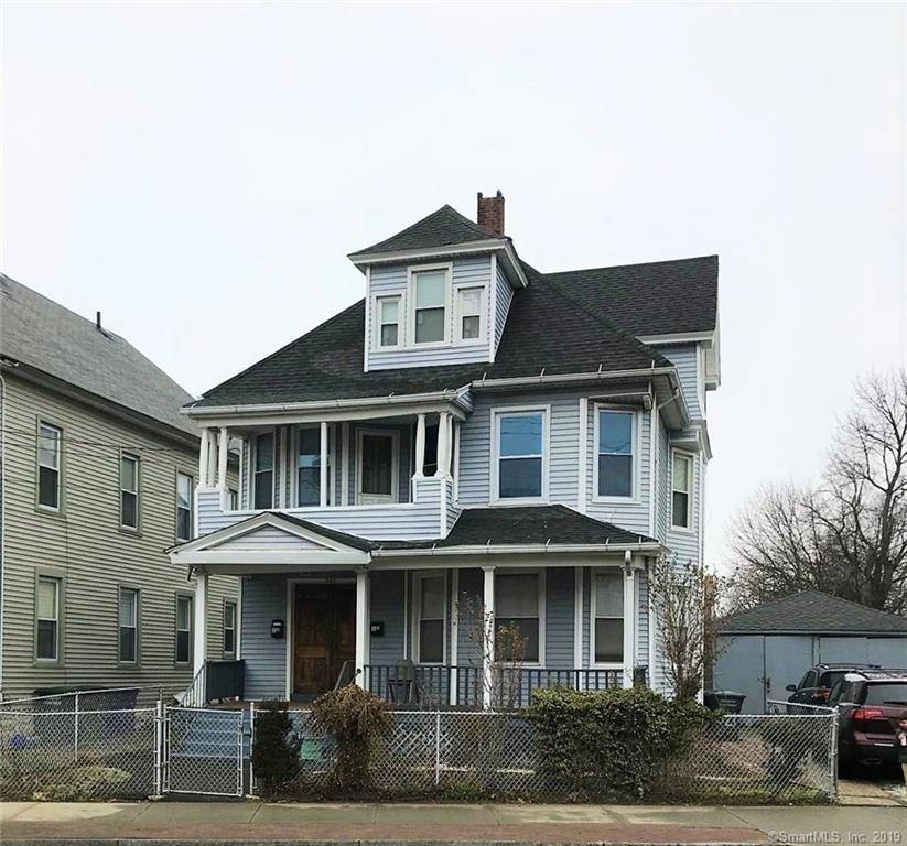 Multi Family Home Rented in Bridgeport CT 06607. Old colonial house near waterfront.