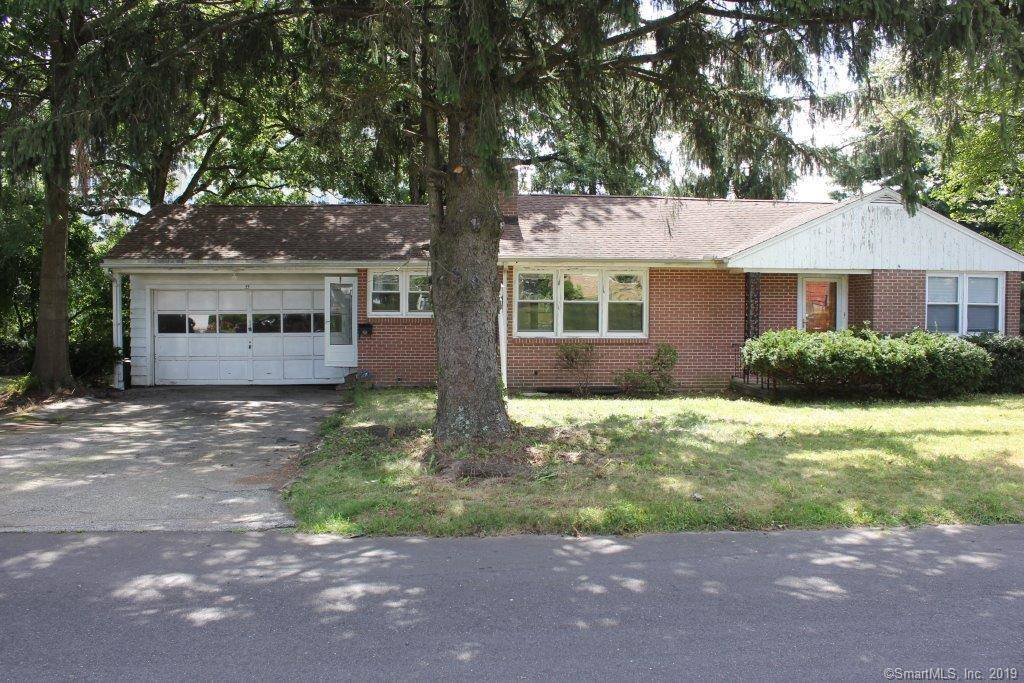 Foreclosure: Single Family Home Sold in Bridgeport CT 06604. Ranch house near waterfront with 2 car garage.