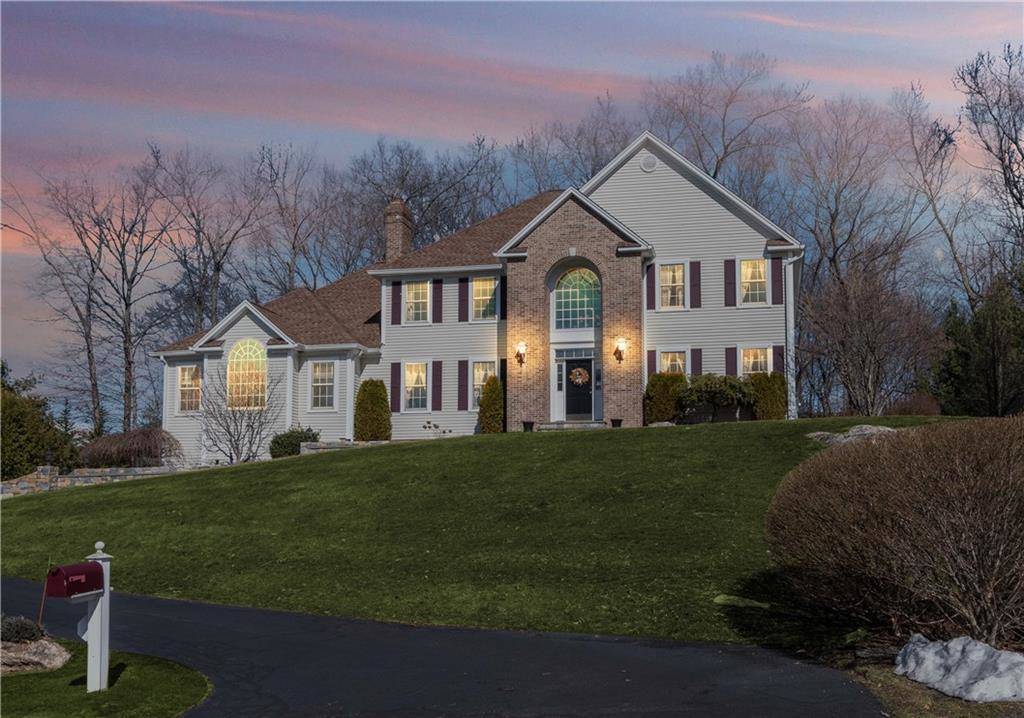 Single Family Home Rented in Shelton CT 06484. Colonial house near waterfront with 3 car garage.