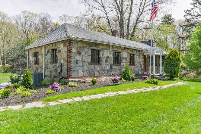 Single Family Home Sold in Redding CT 06896. Old ranch house near river side waterfront with swimming pool and 1 car garage.