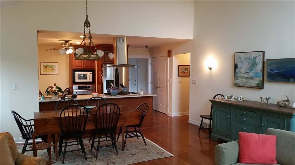 Condo Home Rented in Stratford CT 06614. Ranch house near waterfront with swimming pool and 1 car garage.