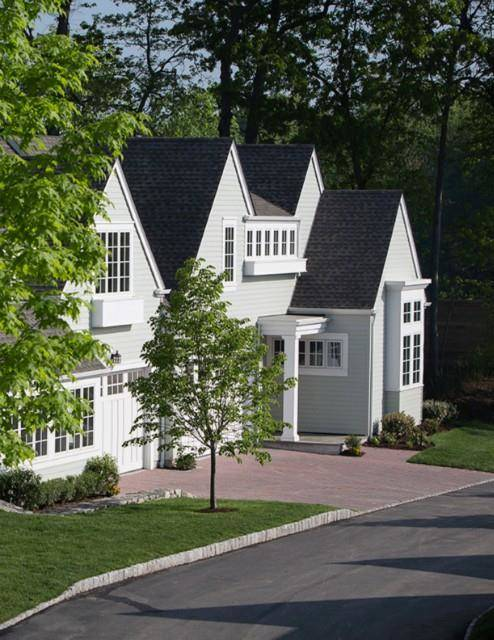 Luxury Condo Home Sold in Darien CT 06820. Colonial house near waterfront with swimming pool and 2 car garage.