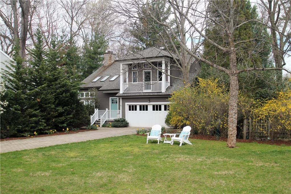 Single Family Home Sold in Norwalk CT 06853. Contemporary house near beach side waterfront with 2 car garage.