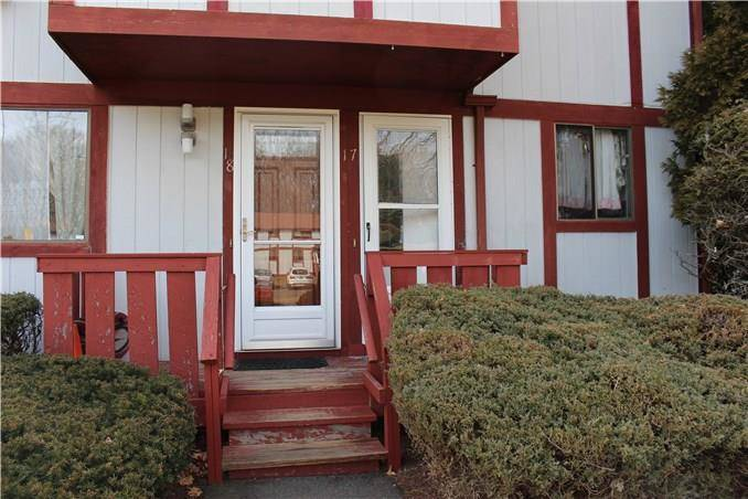 Condo Home Rented in Danbury CT 06810. Ranch townhouse near waterfront with swimming pool.