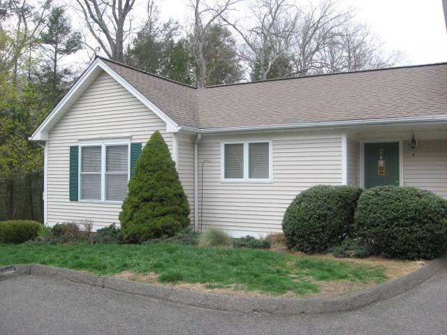 Condo Home Sold in Newtown CT 06470. Ranch house near river side waterfront with 1 car garage.