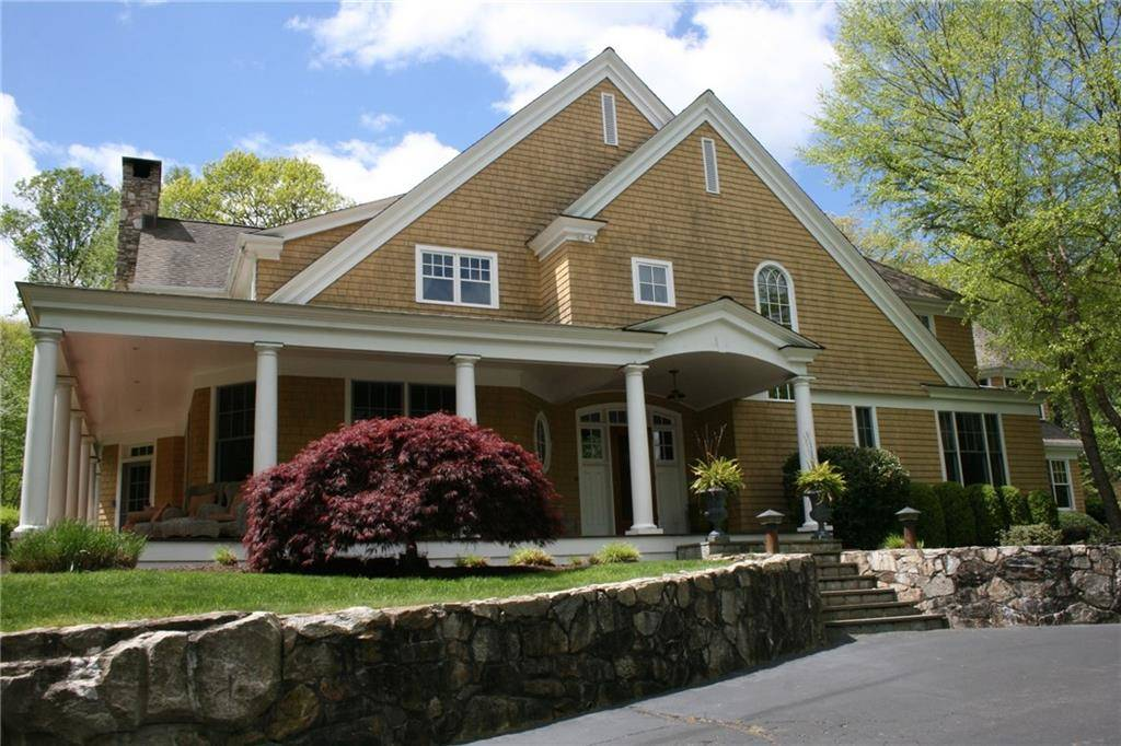 Single Family Home Rented in Weston CT 06883. Colonial house near waterfront with swimming pool and 4 car garage.