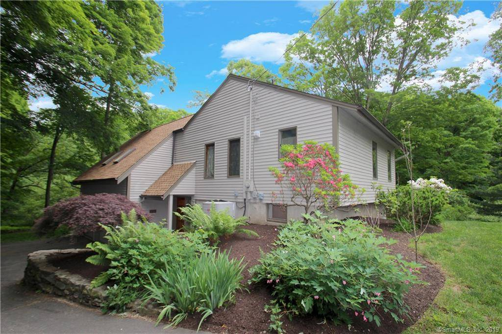 Single Family Home Sold in Shelton CT 06484. Contemporary cape cod house near waterfront with 2 car garage.