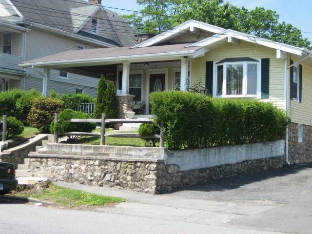 Single Family Home Rented in Stamford CT 06902. Old ranch house near waterfront.