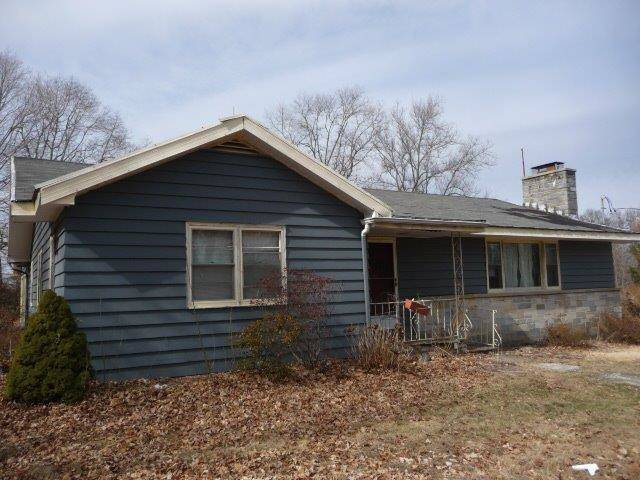 Foreclosure: Single Family Home Sold in Shelton CT 06484. Ranch house near waterfront with 2 car garage.