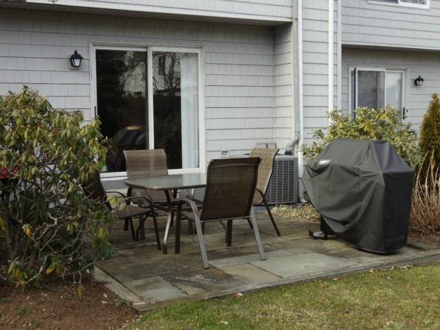 Condo Home Rented in Norwalk CT 06851.  townhouse near beach side waterfront with 1 car garage.