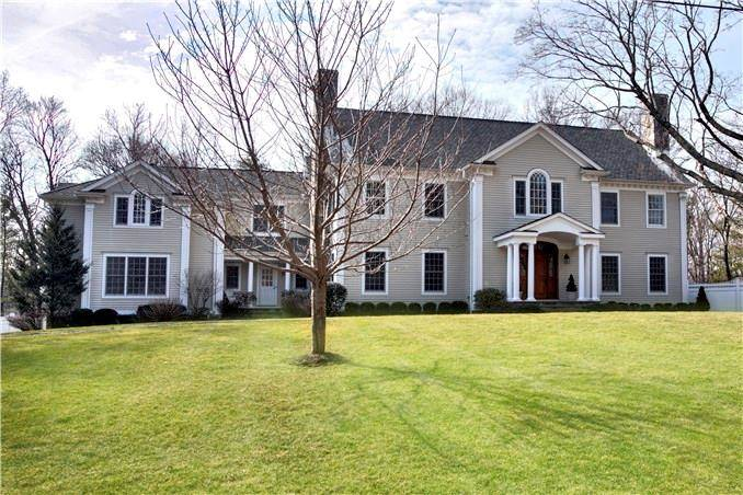 Luxury Single Family Home Sold in Darien CT 06820. Colonial house near waterfront with swimming pool and 3 car garage.