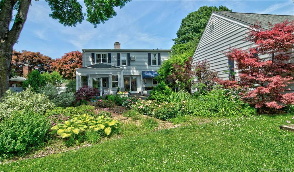 Single Family Home Sold in Bridgeport CT 06605. Colonial cape cod house near waterfront with 2 car garage.