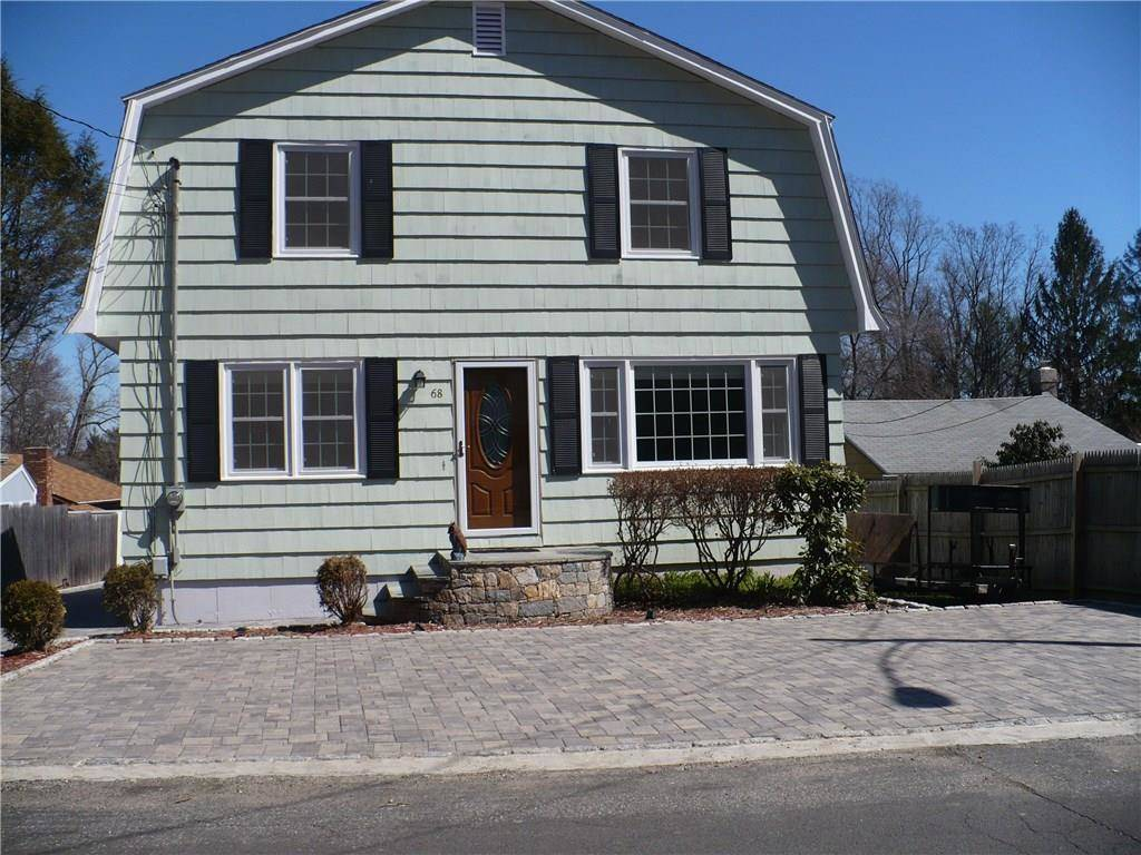 Single Family Home Rented in Shelton CT 06484. Colonial house near waterfront with 8 car garage.