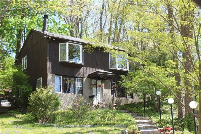 Single Family Home Sold in Danbury CT 06810. Ranch house near beach side waterfront.