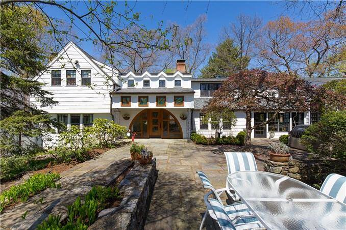Mansion Sold in Westport CT 06880. Old colonial house near beach side waterfront with swimming pool and 2 car garage.