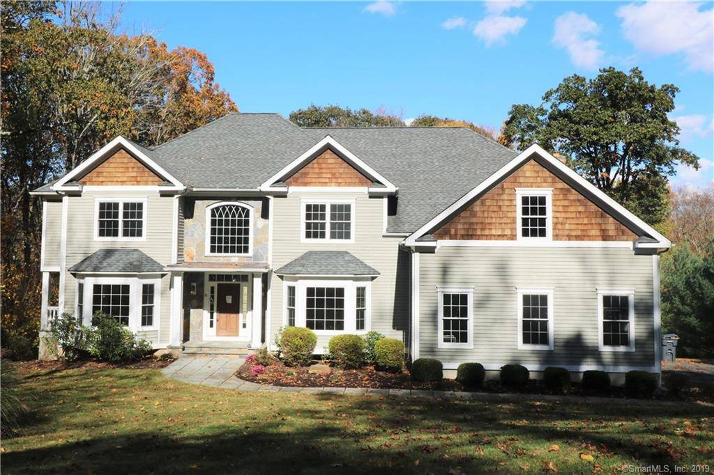 Foreclosure: Single Family Home Sold in Easton CT 06612. Colonial house near waterfront with 3 car garage.