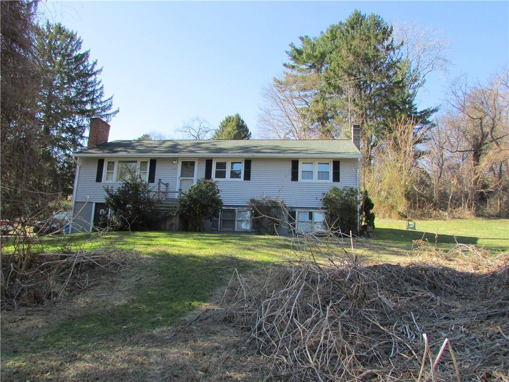 Single Family Home Sold in Fairfield CT 06890. Ranch house near waterfront with swimming pool.