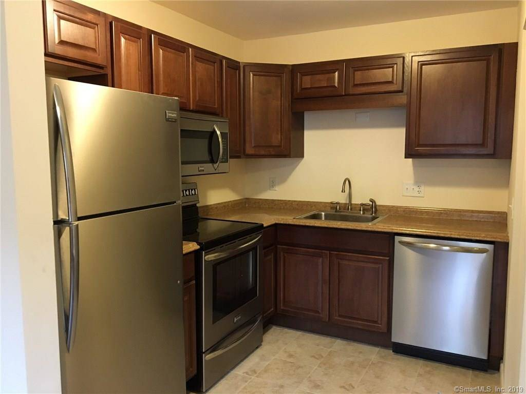 Condo Home Rented in Bridgeport CT 06606.  townhouse near waterfront with swimming pool.