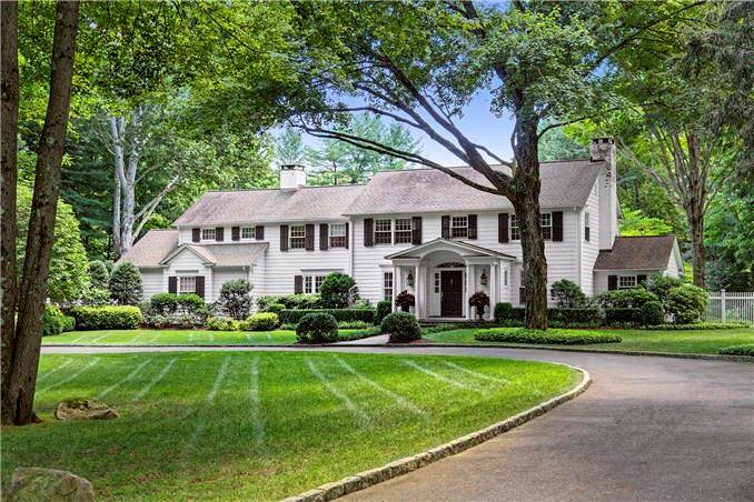 Luxury Single Family Home Sold in Westport CT 06880. Old colonial house near beach side waterfront with swimming pool and 2 car garage.