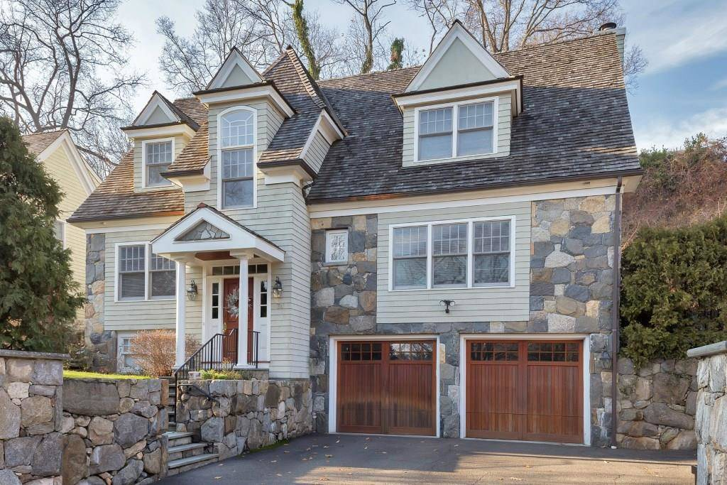 Single Family Home Sold in Greenwich CT 06870. Colonial house near waterfront with 2 car garage.