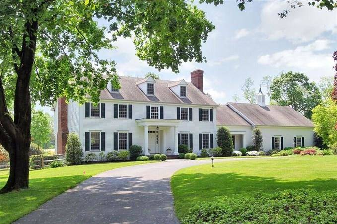 Single Family Home Rented in Darien CT 06820. Colonial house near waterfront with swimming pool and 2 car garage.