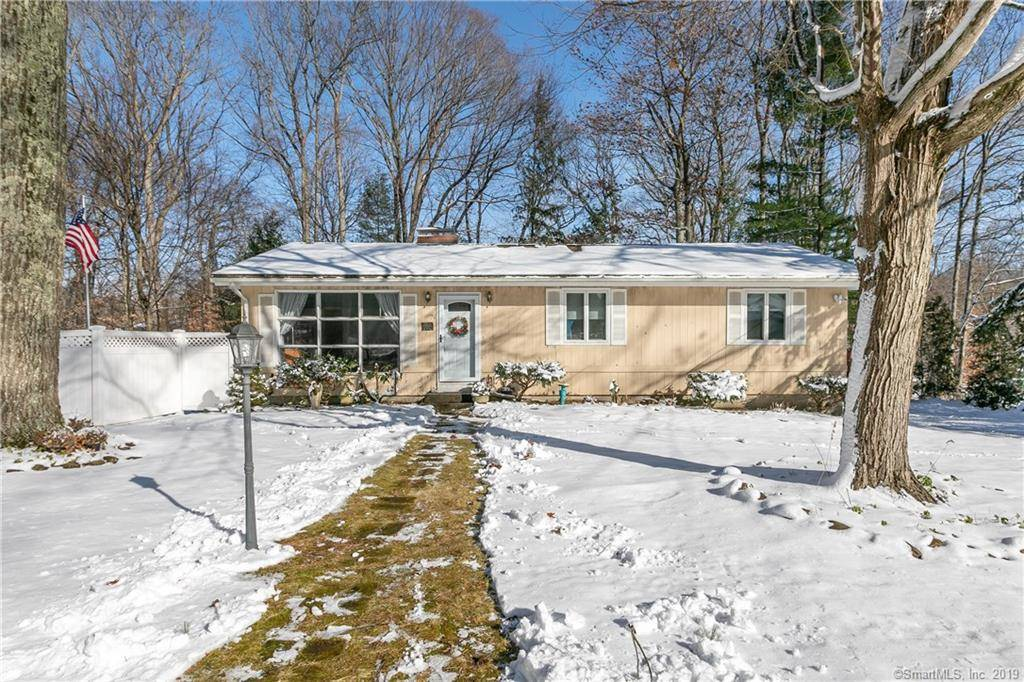 Single Family Home For Sale in Shelton CT 06484. Ranch house near waterfront.