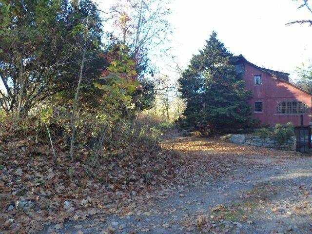 Single Family Home Sold in Fairfield CT 06824. Colonial farm house near beach side waterfront.