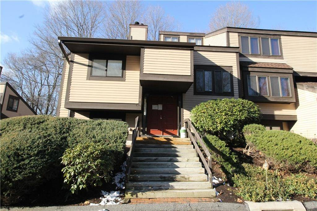 Foreclosure: Condo Home Sold in Brookfield CT 06804.  townhouse near waterfront with swimming pool and 1 car garage.