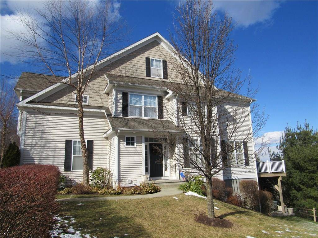 Condo Home Sold in Danbury CT 06810. Colonial townhouse near waterfront with 2 car garage.