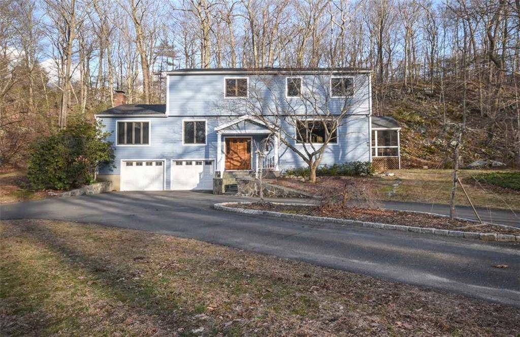 Single Family Home Sold in Weston CT 06883. Contemporary, colonial house near waterfront with 2 car garage.