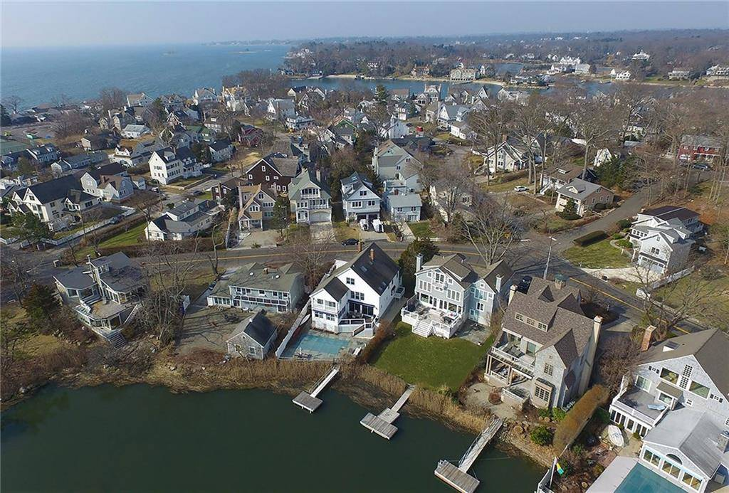 Luxury Single Family Home Sold in Norwalk CT 06853. Colonial house near waterfront with 1 car garage.
