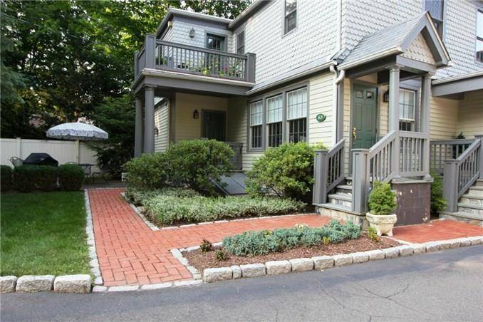 Condo Home Sold in New Canaan CT 06840. Old colonial house near waterfront.
