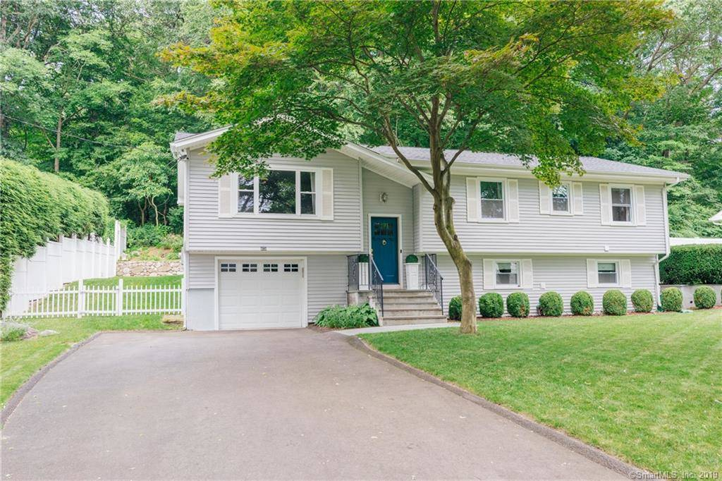 Single Family Home Sold in Stamford CT 06902. Ranch house near waterfront with 1 car garage.