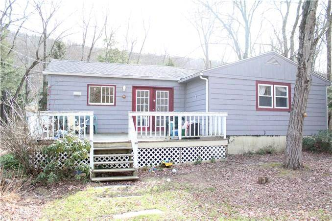 Short Sale: Single Family Home Sold in Newtown CT 06470. Ranch house near river side waterfront.