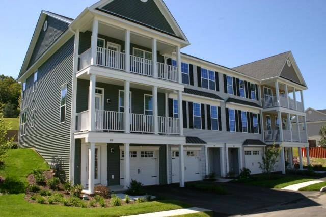 Condo Home Rented in Danbury CT 06810.  townhouse near waterfront with 2 car garage.