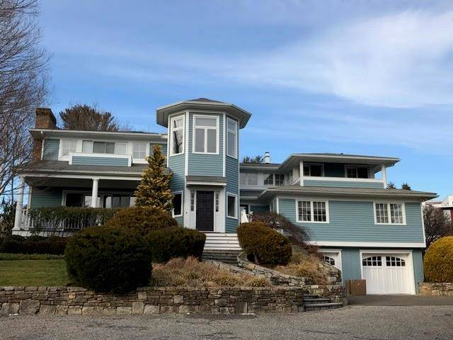 Single Family Home Rented in Westport CT 06880. Contemporary, colonial house near beach side waterfront with swimming pool and 2 car garage.