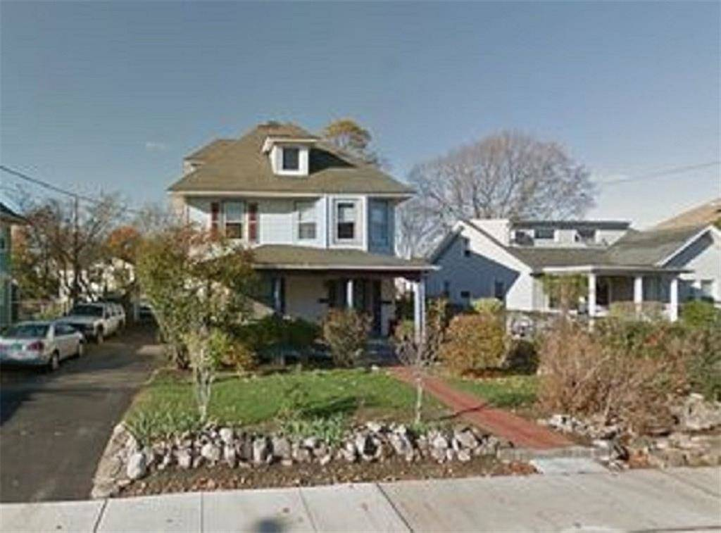 Multi Family Home Rented in Norwalk CT 06855. Old colonial house near beach side waterfront with 1 car garage.