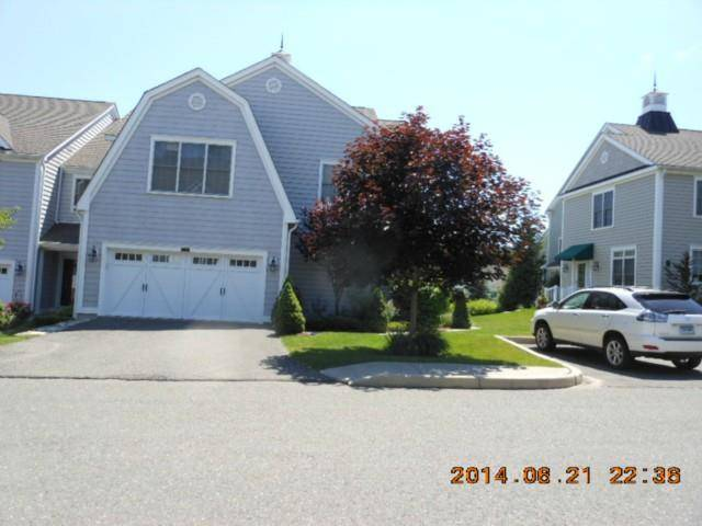 Condo Home Rented in Brookfield CT 06804. Contemporary house near waterfront with 2 car garage.