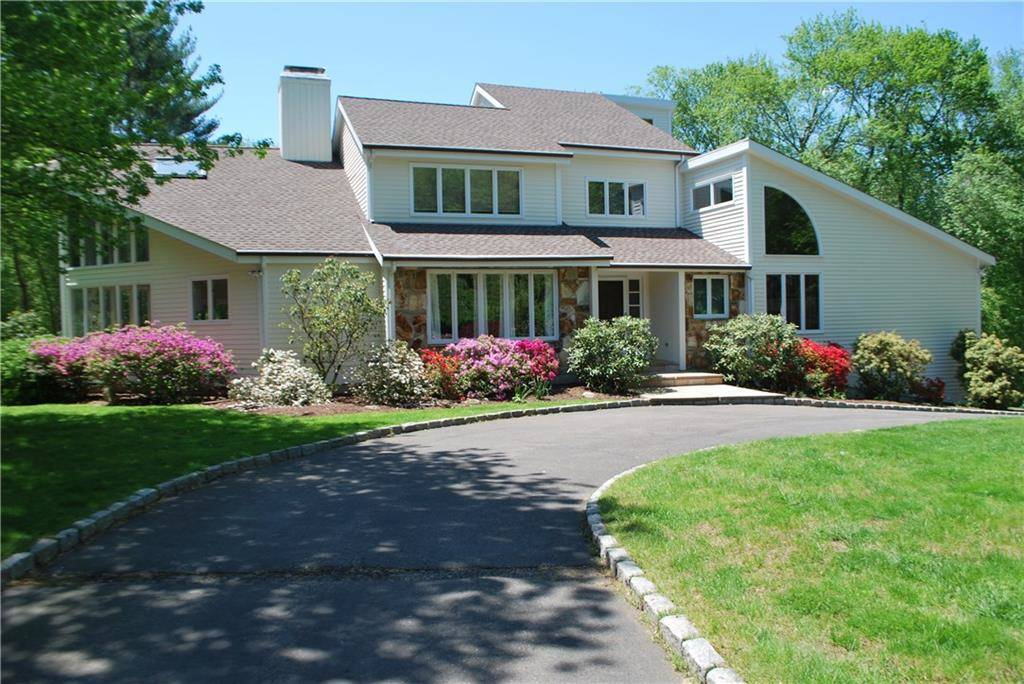 Single Family Home Sold in Weston CT 06883. Contemporary, colonial house near waterfront with 3 car garage.