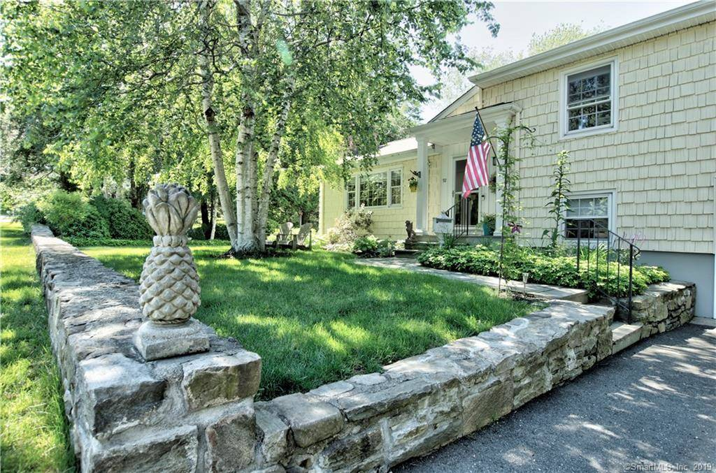 Single Family Home Sold in Bridgeport CT 06605.  house near waterfront with 1 car garage.