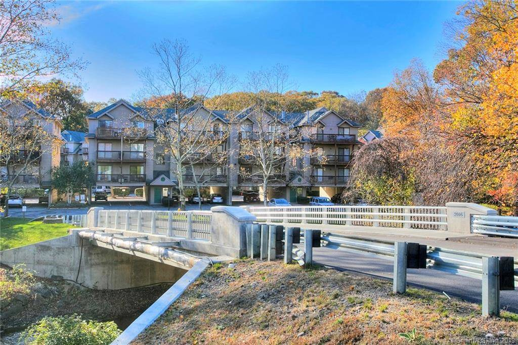 Condo Home Sold in Norwalk CT 06854. Ranch house near beach side waterfront with swimming pool and 2 car garage.